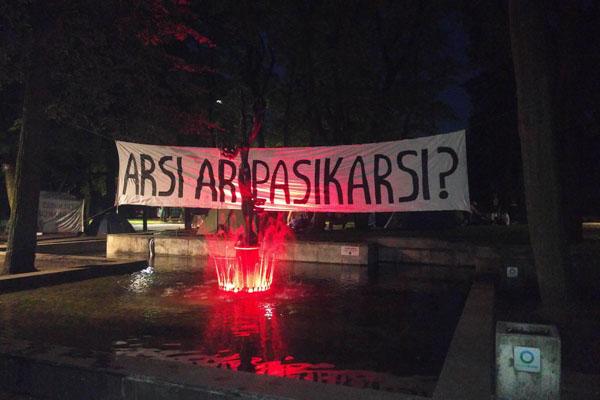 """1. Protestas prieš naująjį darbo kodeksą Kaune, vykęs 2016 m. birželio 21 dieną. """"Gyvenimas per brangus"""" Facebook nuotr."""