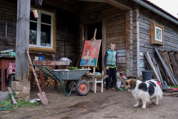 Akimirka iš fotoistorijos apie menininkus, kurie išvažiavo iš miestų į kaimus. Pauliaus Peleckio nuotr.