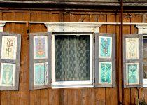 E. Raugo ir P. Rakštiko langinės skirtos Lietuvos ir Latvijos Sėlijos krašto folkloro šventei. 2005 m. Autorės nuotr.