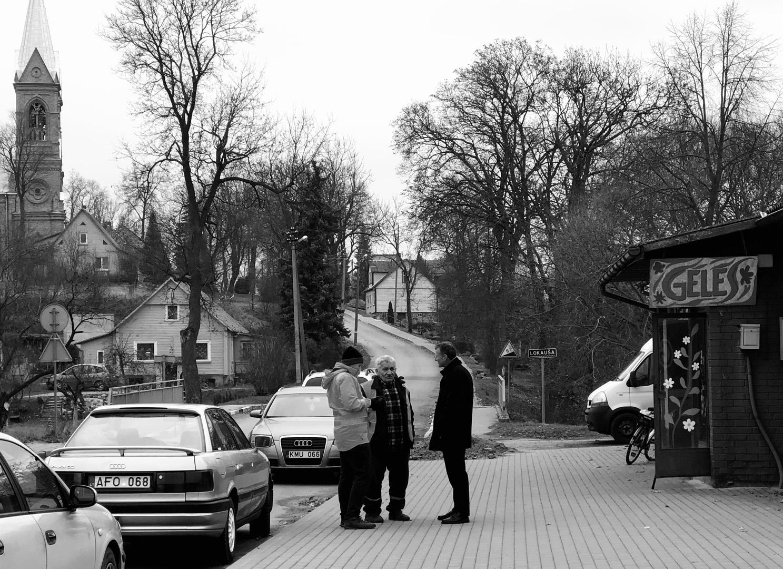 Mažame Krekenavos miestelyje ryto pokalbiai su gera kompanija - malonumas. Gintarės Valancevičiūtės nuotrauka