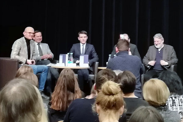 """L. Kojalos knygos """"Europa? Pokalbiai su prezidentais, ministrais, patarėjais ir taksistais apie mūsų ateitį"""" pristatymas. G. Sagaitytės nuotr."""