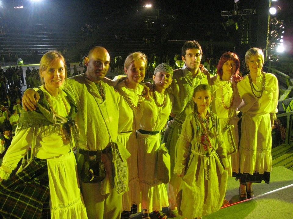 Italijos lietuviai Lietuvos šimtmečio dainų šventėje ansamblių vakare 2009 m. Iš asmeninio M. M. Lizzi archyvo.