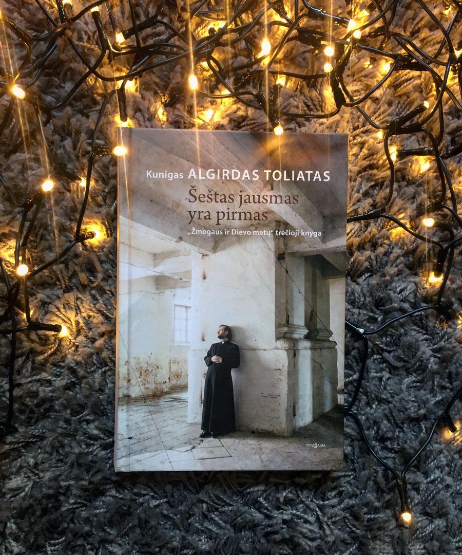 """Kunigo Algirdo Toliato knyga """"Šeštas jausmas yra pirmas"""""""