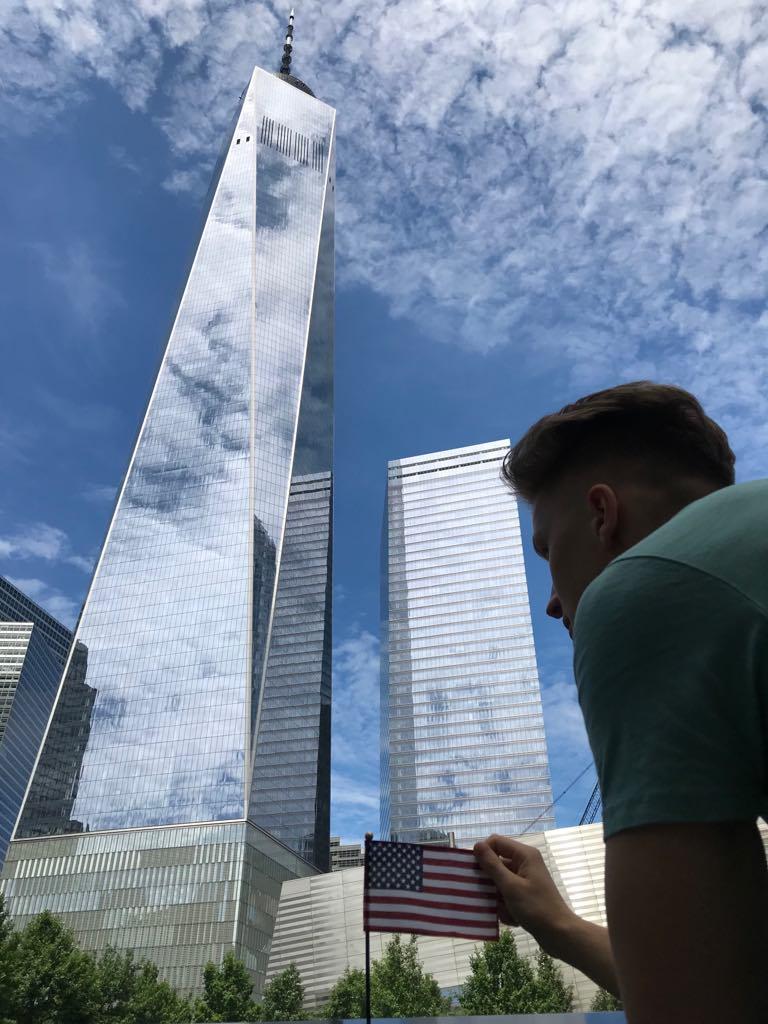 Ugnius ir Niujorko dangoraižiai. Nuotr. aut. Justinas Kondroška.