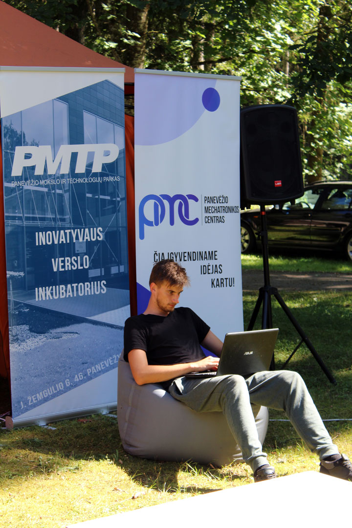 Skirtingose Lietuvos regionuose organizuojamos verslo idėjų stovyklos skatina jaunus žmones ne tik dalytis idėjomis, jas generuoti, bet ir sukuria alternatyvią erdvę kūrybai. A. Matuzevičiūtės nuotrauka