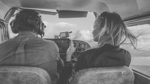 Pasiruošimas filmavimui iš sraigtasparnio. Nuotrauka iš asmeninio D. Stankevičiūtės albumo